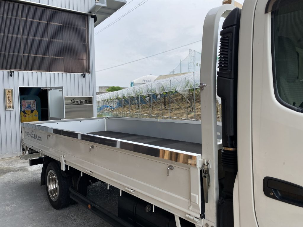トラック:あおりカバー/リアバンパーの詳細画像1